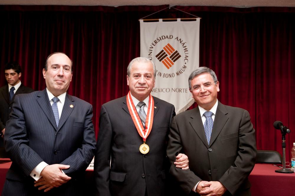 Medalla Anáhuac en Ciencias de la Salud 2012 (2/2)