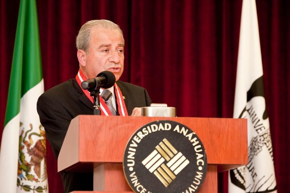 Medalla Anáhuac en Ciencias de la Salud 2012 (1/2)